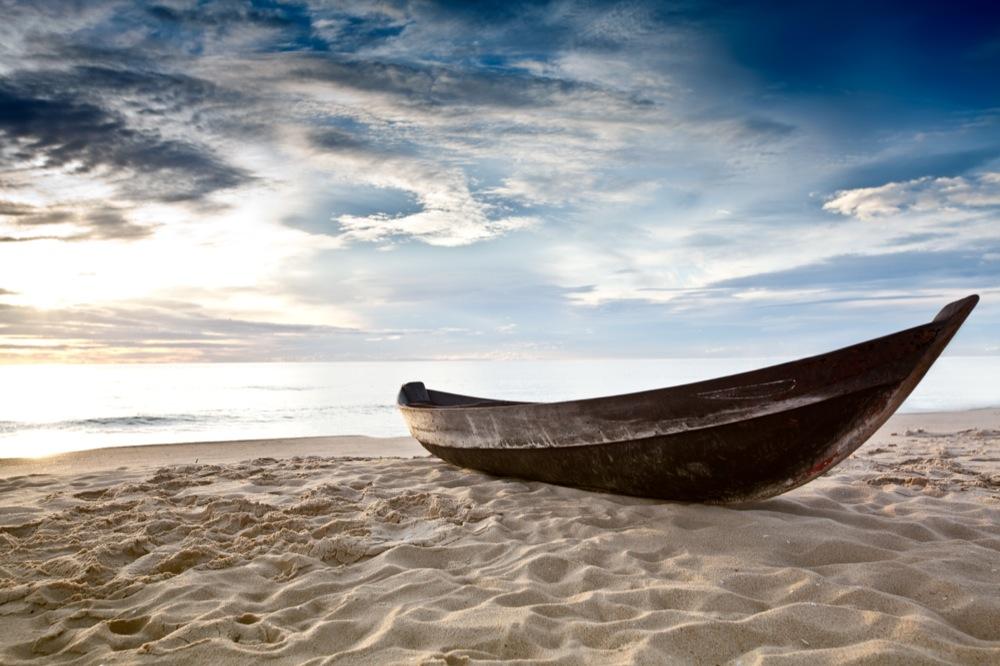 лодка отплыла от берега